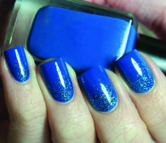 Nail Art Design Royal Blue To Bend Light
