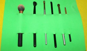 DIY : How To Make Your Own Makeup Brush Storage Roll Easily At Home?