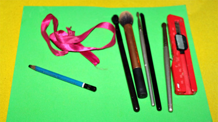 How To Make Your Own Makeup Brush Storage Roll Easily At Home
